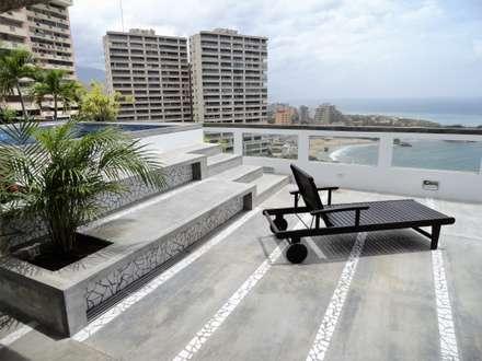 Apartamento de Playa: Terrazas de estilo  por RRA Arquitectura