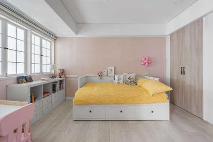 美式生活:  臥室 by 倍果設計有限公司