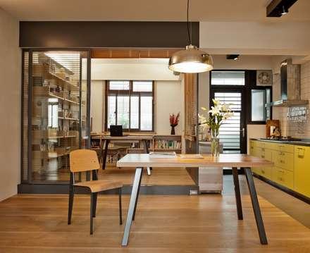 Oficinas de estilo minimalista por 直方設計有限公司