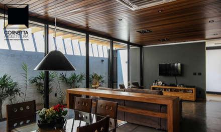 Conjugados: Salas de jantar modernas por Cornetta Arquitetura