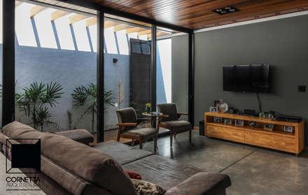 Estar: Salas de estar modernas por Cornetta Arquitetura