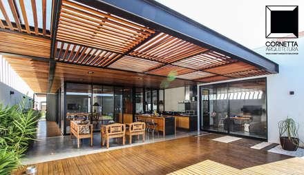 Área de lazer: Casas modernas por Cornetta Arquitetura