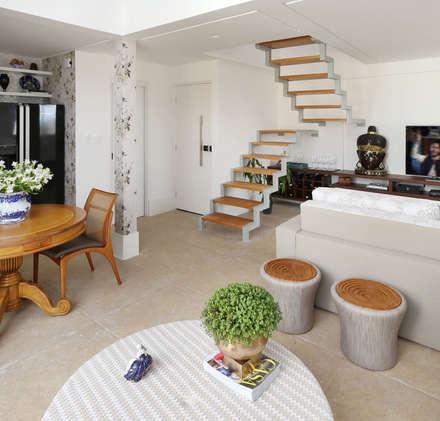 Loft Duplex - Morumbi São Paulo - Living: Salas de jantar clássicas por Antonio Armando Arquitetura & Design