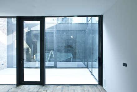 Windows by estudoquarto s.r.l.