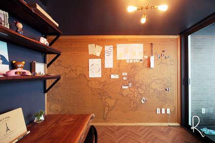 서재 / 사무공간: 로하디자인의  서재 / 사무실