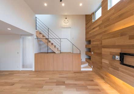 姫路市広畑区の家: 中村建築研究室 エヌラボ(n-lab)が手掛けたリビングです。