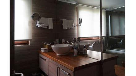 CASA CU: Baños de estilo moderno por NEF Arq.