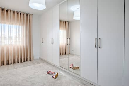 modern Dressing room by menta, creative architecture