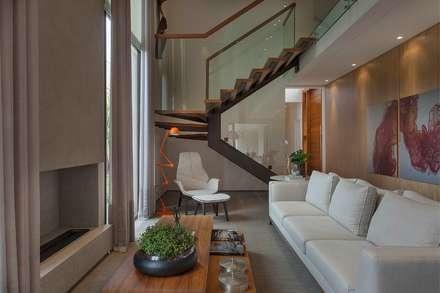 Projeto de Interiores - Barão: Salas de estar modernas por Del Nero Da Fonte Arquitetura