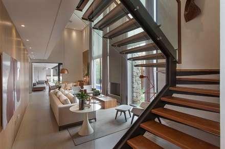 Projeto de Interiores - Barão: Corredores, halls e escadas modernos por Del Nero Da Fonte Arquitetura