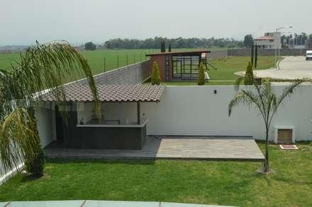 Asador: Jardines de estilo moderno por ANTARA DISEÑO Y CONSTRUCCIÓN SA DE CV