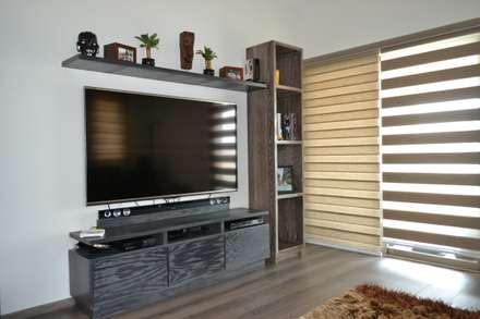 Sala de tv: Salas multimedia de estilo moderno por ANTARA DISEÑO Y CONSTRUCCIÓN SA DE CV