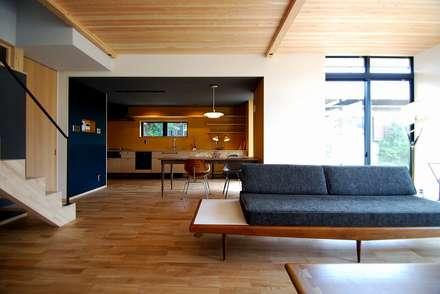 s邸 - トリコム -: Ju Design 建築設計室が手掛けたリビングです。