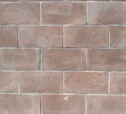 Pavimenti colorati in pasta : Pareti in stile  di Montecchio S.r.l.