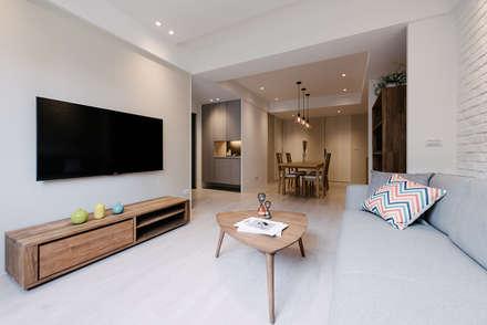 Phòng khách by 隹設計 ZHUI Design Studio