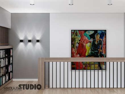 nowoczesna klatka schodowa: styl , w kategorii Korytarz, przedpokój i schody zaprojektowany przez MIKOŁAJSKAstudio