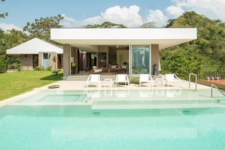 tropical Pool by toroposada arquitectos sas