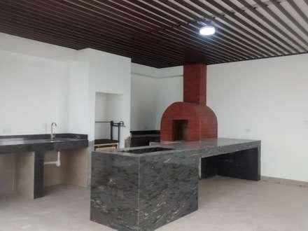Asador y horno de piedra: Terrazas de estilo  por Mevisa Construcciones