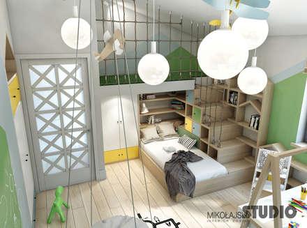 pokój zabaw w sypialni dziecka: styl , w kategorii Pokój dziecięcy zaprojektowany przez MIKOŁAJSKAstudio