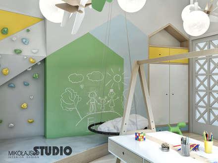 plac zabaw w pokoju dziecka: styl , w kategorii Pokój dziecięcy zaprojektowany przez MIKOŁAJSKAstudio