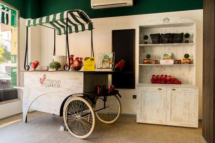 Mercado de la Barqueta: Espacios comerciales de estilo  de imago