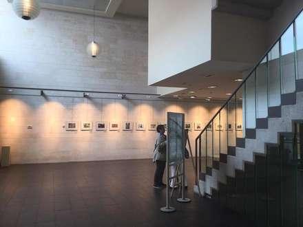 OFICINAS DE ATENCIÓN CIUDADANA EN GIJON (ASTURIAS).: Salas multimedia de estilo moderno de GRUPO CECATHERM