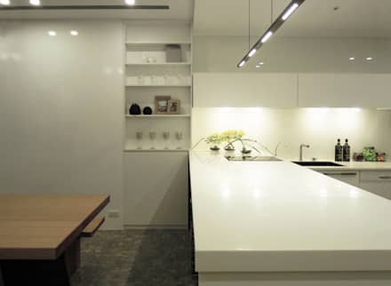 Simple DECO 簡約不簡單:  廚房 by 構築設計
