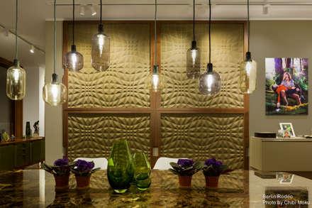 Pasquale Design - Interior 1: moderner Multimedia-Raum von Chibi Moku