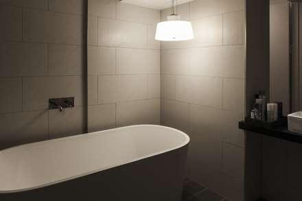 방이동 호텔 라세르: 윤홍디자인의  화장실
