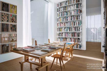 Axt Architekten - Kunst in Weidingen - Interior 1: moderner Multimedia-Raum von Chibi Moku