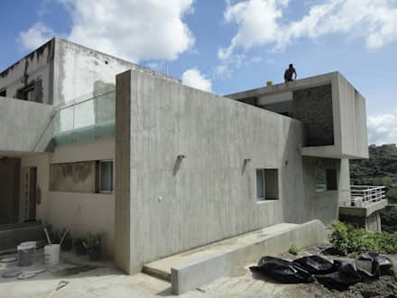 Perspectiva de la fachada: Casas de estilo minimalista por MARATEA Estudio