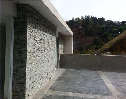 terraza superior: Terrazas de estilo  por MARATEA Estudio