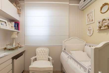 Vista geral do quarto: Quarto infantil  por Mímesis Arquitetura e Interiores