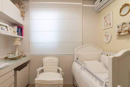 classic Nursery/kid's room by Mímesis Arquitetura e Interiores