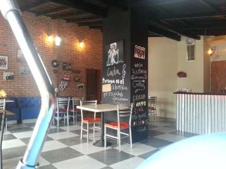 Espacios Internos: Restaurantes de estilo  por Arq. Alberto Quero