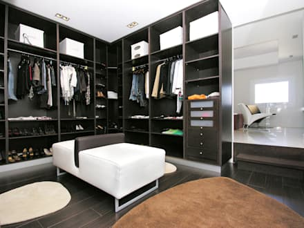 Walk in closet de estilo  por TRAZOS D´INTERIORS