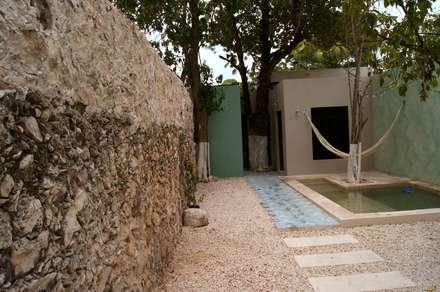 Casa del Aljibe: Terrazas de estilo  por Quinto Distrito Arquitectura