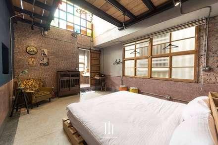 台南民宿/樂宅1960:  臥室 by 山巷室內設計