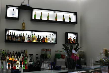 BLUE BAY CAFè: Bar & Club in stile  di CASTIELLOproject