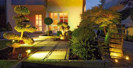 Oświetlenie ogrodu LED z możliwością zmiany kolorów za pomocą pilota: styl , w kategorii Ogród zaprojektowany przez Polthera Trading Co.