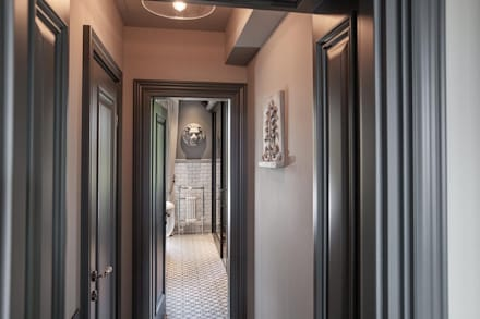 Hallway:  Corridor & hallway by Hampstead Design Hub