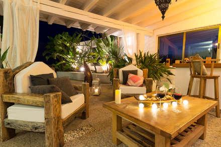 Terraza étnica DESPUÉS: Terrazas de estilo  de Home & Haus   Home Staging & Fotografía