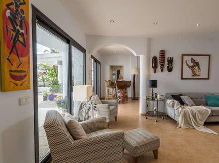 Salón: Salones de estilo colonial de Home & Haus | Home Staging & Fotografía