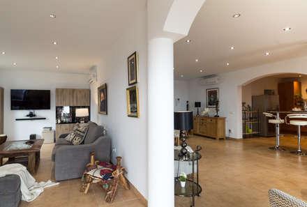 Salón comedor: Salones de estilo colonial de Home & Haus | Home Staging & Fotografía