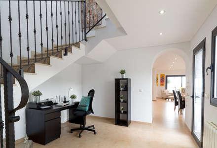 Oficinas de estilo colonial por Home & Haus | Home Staging & Fotografía