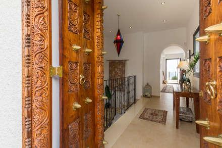 Entrada: Pasillos y vestíbulos de estilo  de Home & Haus   Home Staging & Fotografía