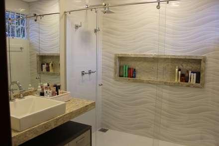 modern Bathroom by Arquiteta Bianca Monteiro