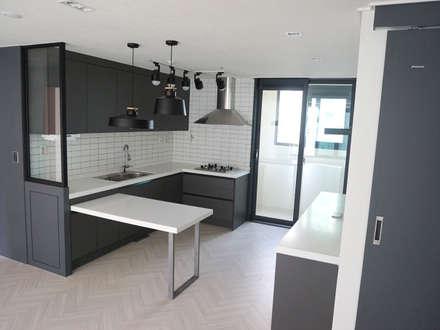 modern Dining room by 마당디자인 / MADANGDESIGN