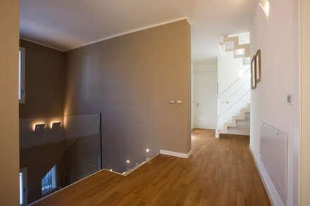 modern Corridor, hallway & stairs by Daniela Nori