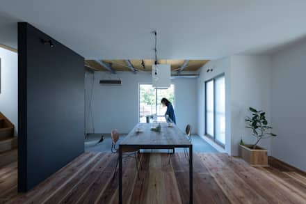 yasu-house-renovation: ALTS DESIGN OFFICEが手掛けたリビングです。